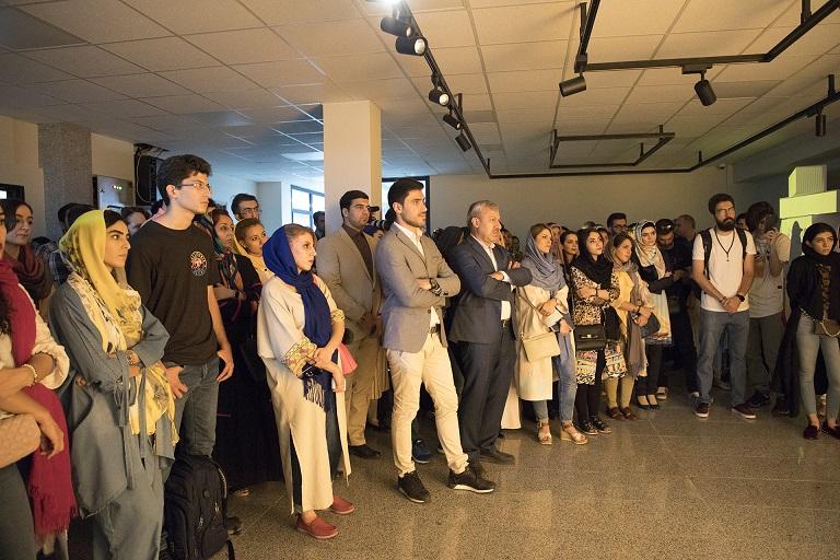 افتتاحیه مدرسه فشن با حضور علاقمندان به حوزه های طراحی لباس و مد، طراحان پارچه، علاقمندان به حوزه کارآفرینی و تولید و همچنین مدرسین و کارشناسان مرتبط با حوزه Fashion design