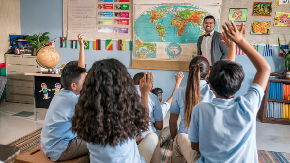 مسابقه طراحی : دانشآموزان میتوانند از طریق اینترنت با دیگر دانشآموزان در مناطق دیگر ارتباط برقرار کرده، تبادل اطلاعات کنند.
