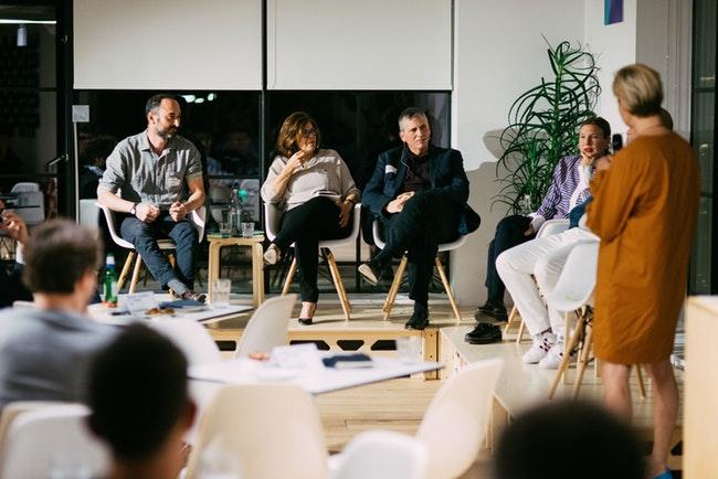 پنج مدیر کسبوکار بهترین پیشنهاداتشان را برای تغییرات سازمانی بیان میکنند.