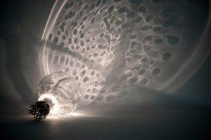 نوآوری در طراحی روشنایی ؛ چراغ با شیشههای رسانا