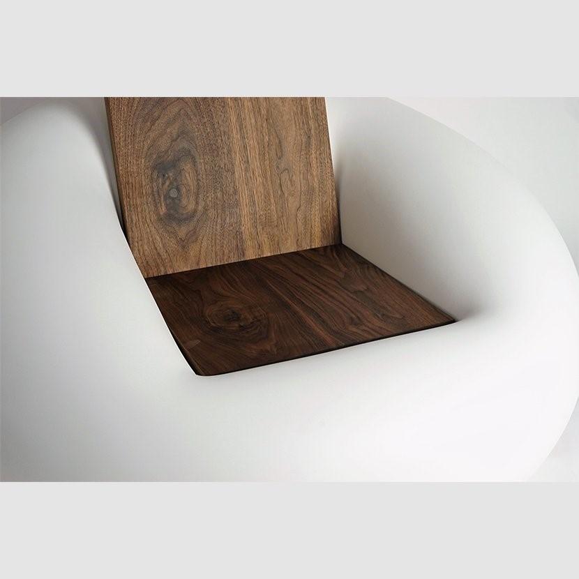 طراحی مبلمان با چوب و پلاستیک